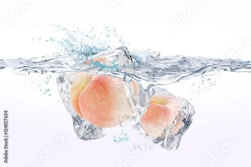 Staande foto Opspattend water モモ