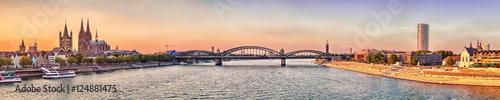 Poster Panoramafoto s Köln Dom Panorama mit Brücke