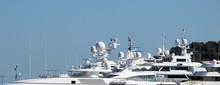 Antennes, Radars Et Radômes Sur Des Yachts