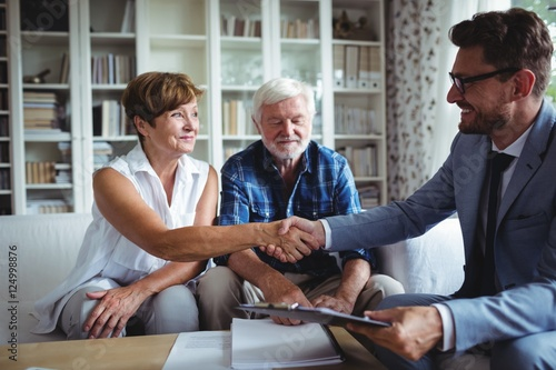 Fotografía Financial advisor shaking hands with senior woman