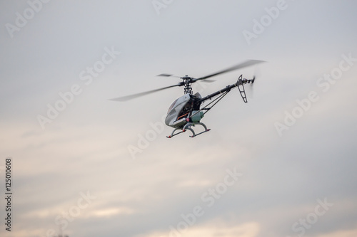 Staande foto rc helicopter fly