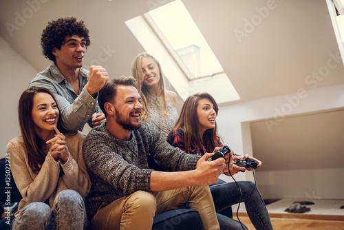 Zdjęcie XXL Wspólne granie w gry wideo