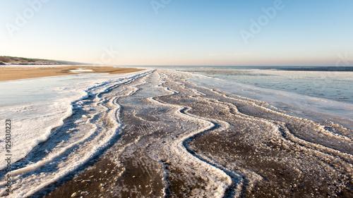 Papiers peints Arctique frozen beach view by the baltic sea