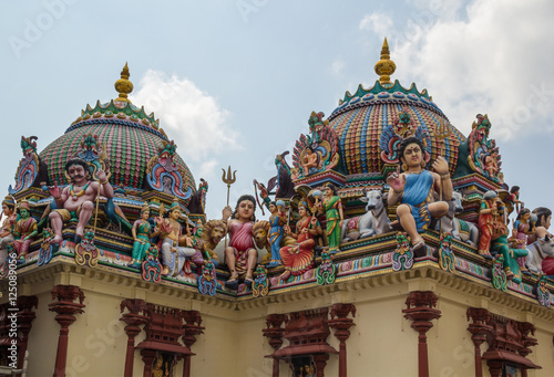 Photo  The beautiful roof of the hinduistic temple in Singapore