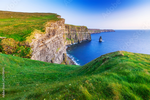 Cadres-photo bureau Cote Cliffs of Moher at sunset in Co. Clare, Ireland