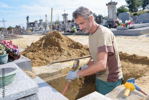 Foto op Canvas Begraafplaats digging a grave