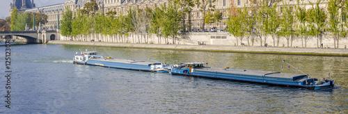Fotografie, Obraz  Double péniche sur la seine à Paris devant le Louvre