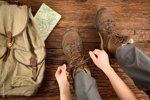 Wanderung Start, Schuhe anziehen Poster