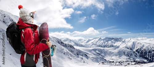 Cadres-photo bureau Glisse hiver Sporty woman with snowboard