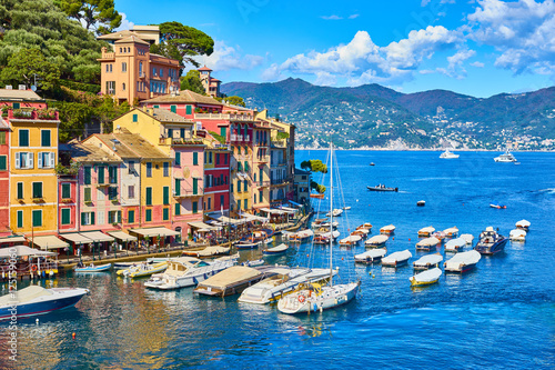 Tableau sur Toile Old town of Portofino in Italy / Harbor on sunny summer day
