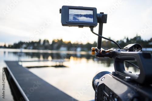Valokuva  Camera Shooting Sunset Video Timelapse on the Lake