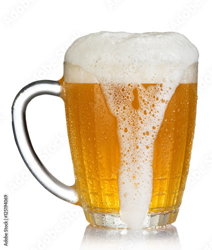 cold mug of beer with foam isolated on white background Billede på lærred