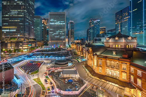 Fotografie, Obraz  ライトアップされた東京駅の夜景 HDR
