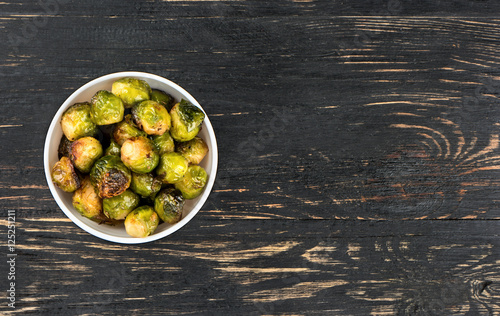 Papiers peints Bruxelles Fried brussels sprouts in bowl
