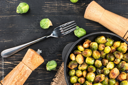 Poster Bruxelles Fried brussels sprouts in a pan