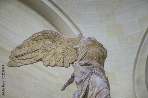 Fotografija  Nike in Louvre