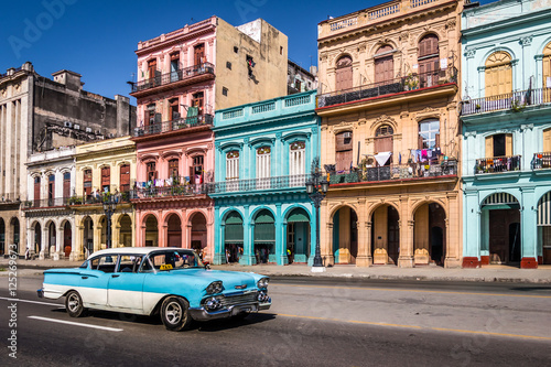 Photo sur Toile La Havane Old Havana downtown Street - Havana, Cuba