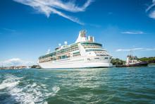Kreuzfahrtschiff Bei Venedig, Italien