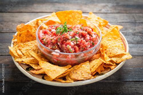 Fotografía  Salsa dip with tortilla chip