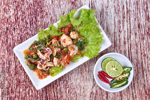 Foto op Canvas Kruidenierswinkel Fried spicy mixed herb with squid and spicy sour filling.