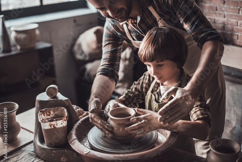 Canvastavla Learning new skill from potter.