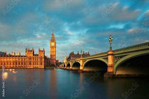 palac-westminsterski-zabytek-i-klasy-od-1970-roku-w-1987-roku-wpisany-na-liste-swiatowego-dziedzictwa-unesco