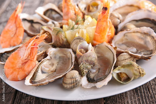 Fotobehang Schaaldieren shrimp and oyster