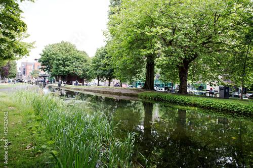 Zdjęcie XXL Grand Canal w pobliżu Wilton Terrace. Dublin, Irlandia