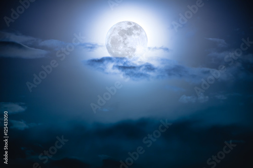 Foto op Plexiglas Indonesië Nighttime sky with clouds and bright full moon with shiny.