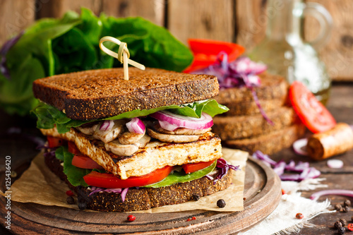 Tuinposter Snack vegan sandwich with tofu and vegetables