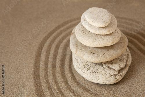 Photo sur Plexiglas Zen pierres a sable galets sur le sable relaxation réflexion