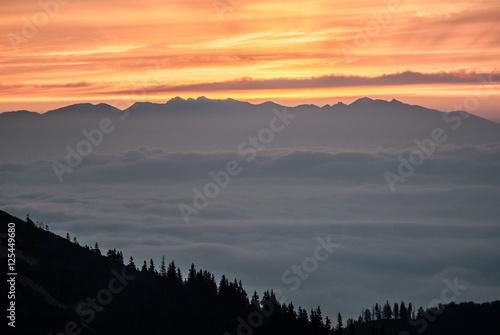 Poster de jardin Parc Naturel daylight (sunrise) above Tatras mountain range from Mala Fatra mountain range near Chata pod Chlebom chalet in Slovakia during autumn