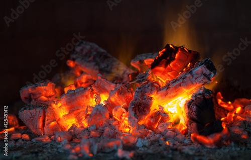 Fotografía  red charcoals glowing