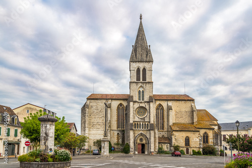 Edifice religieux Church Saint Pierre in Orthez - France