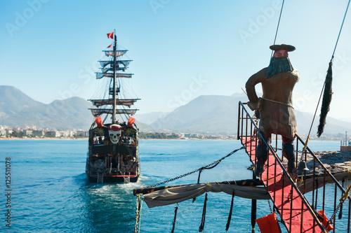 Carta da parati Walking tour on pirate ship in open sea in Alanya