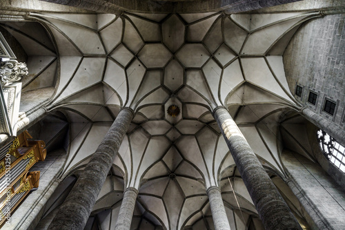 Fotografia  Very high medieval church with majestic ceiling. Interior.