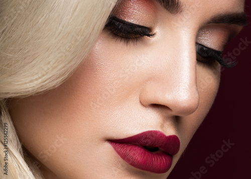 Poster  Beautiful blonde in a Hollywood manner with curls, red lips, red