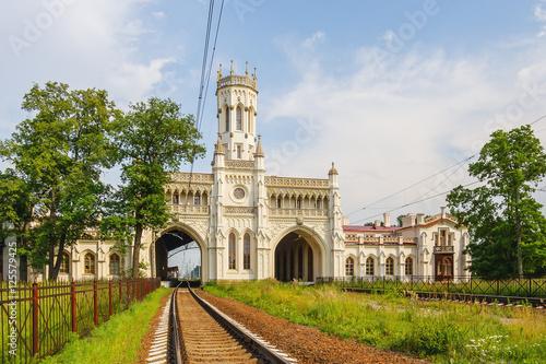 Foto auf AluDibond Bahnhof Железнодорожный вокзал в Петергофе, Россия