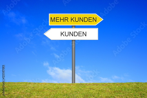 Fotografía  Schild Wegweiser: Kunden - Mehr Kunden