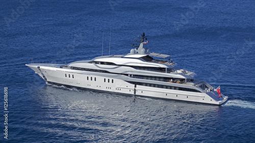 Photographie Bateau en mer Méditerranée, yacht de luxe au bord de la côte Corse, France