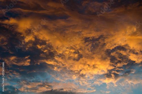 niebo-i-zlota-chmura