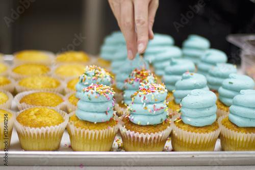 baker-dekorowanie-babeczek-waniliowych-blue