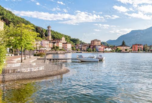 Carta da parati Porto Ceresio is a comune on Lake Lugano in the province of Varese in the italia