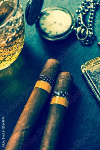 Photo Cuban cigars with cognac and humidor