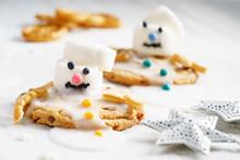 Marshmallow Snowman On Cookies