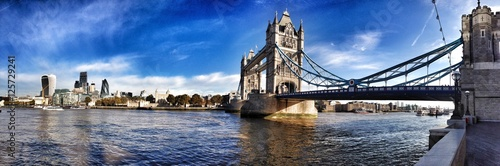 london tower bridge panorama