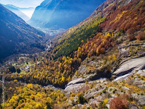 Val di Mello - Valmasino (IT) - Cascata in Località Cà di Rogni - vista aerea au Canvas Print