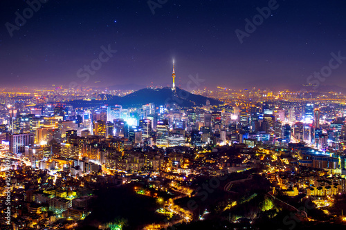Photo sur Aluminium Seoul View of downtown cityscape and Seoul tower in Seoul, South Korea