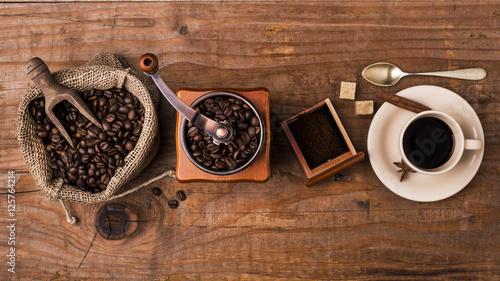Deurstickers koffiebar tazzina di caffè, chicchi tostati e macinino
