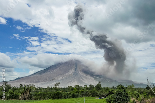 Spoed Fotobehang Vulkaan Eruption of volcano. Sinabung, Sumatra, Indonesia. 28-09-2016